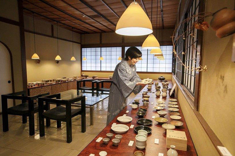 館内に隆太窯ギャラリーがあり、気に入った品は購入できる