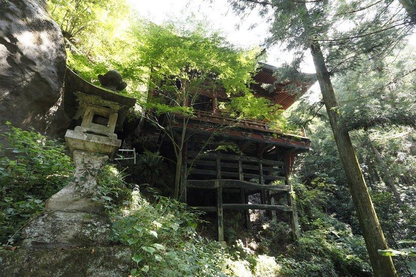 京都の清水寺をほうふつとさせる岩井堂