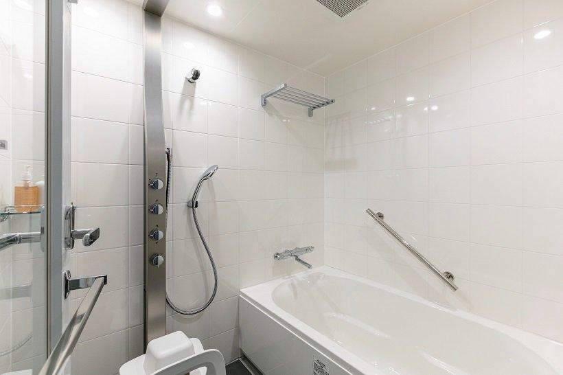 バス・トイレ独立型のバスルーム