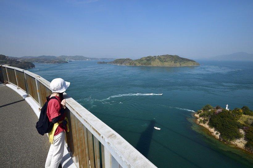 多島美の景観に魅せられ、立ち止まることもしばしば