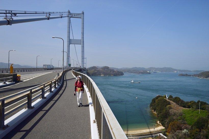 多島美が迎える三連吊橋で海上散歩