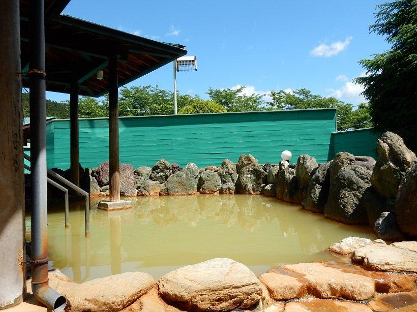にごり湯が人気のふれあい館の露天風呂