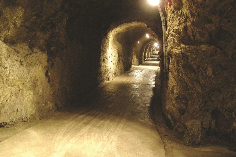 島崎酒造の洞窟酒蔵