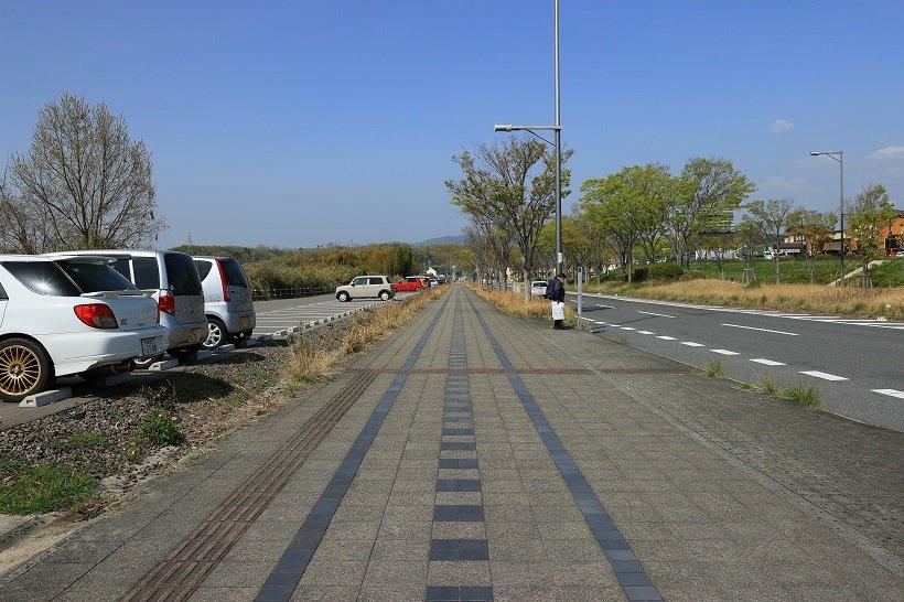 線路風デザインを施した歩道