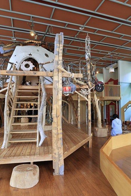 登録有形文化財の旧鮎川小学校校舎を活用した鳥海山木のおもちゃ美術館