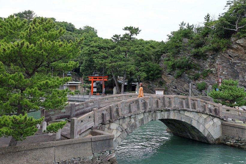 和歌浦は万葉集にも詠まれた景勝地。江戸時代に築かれた不老橋も見どころだ