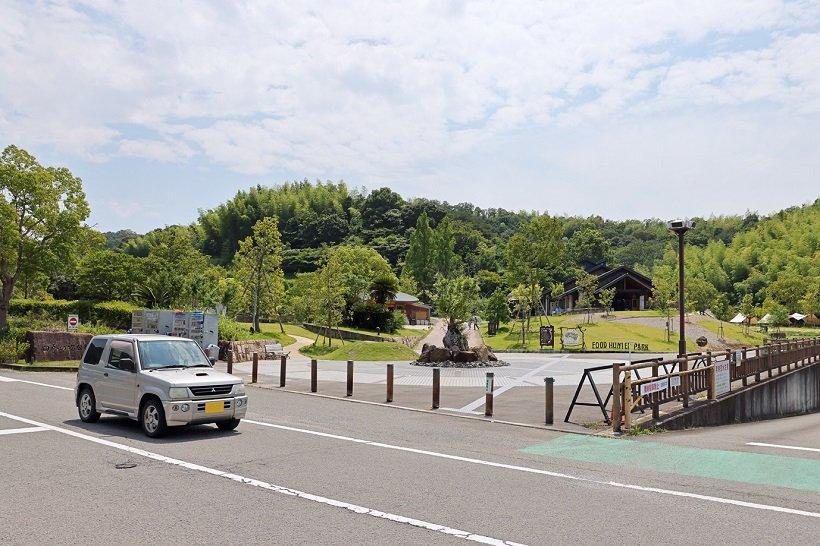 静かな里山に囲まれた「道の駅 四季の郷公園」